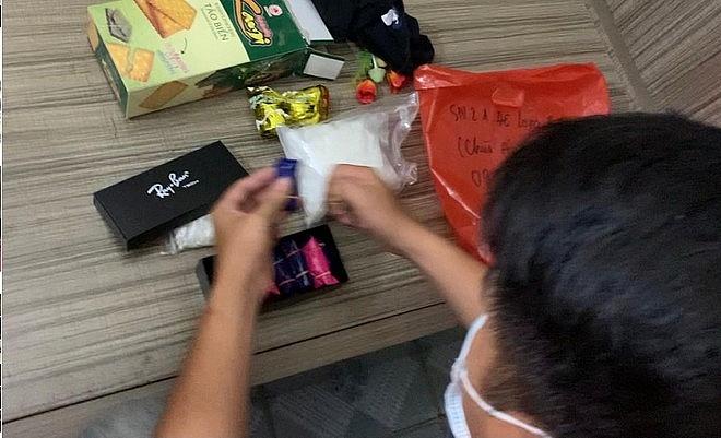 Lực lượng chức năng kiểm tra ma túy được cất giấu tinh vi trong đồ dùng gia đình