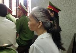 Nữ bị cáo vụ nữ sinh giao gà ở Điện Biên đấm đồng phạm của chồng tại tòa