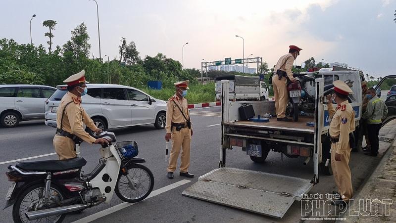 Xe mô tô vi phạm bị thu giữ