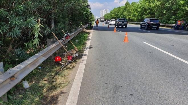 Truy tìm tài xế ô tô tông chết công nhân trên đại lộ Thăng Long