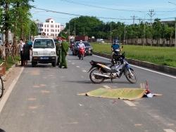 Đang làm rõ nguyên nhân việc cụ bà đi xe đạp tử vong trên đường
