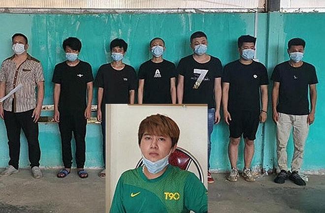 Đối tượng Tiến (áo xanh) và 7 người nhập cảnh trái phép vào Việt Nam (ảnh ANTĐ)
