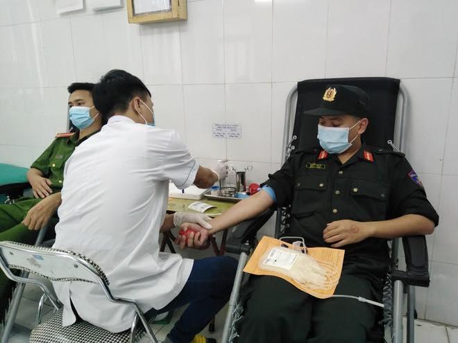 """""""Tổ đặc nhiệm"""" thanh niên CATP hiến máu cứu người trong những tình huống khẩn cấp"""