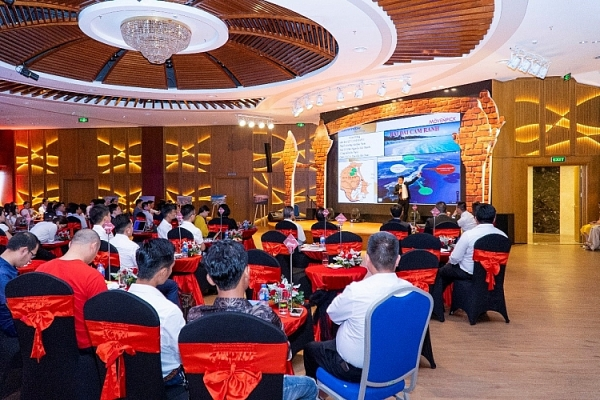 chat luong vang uu dai khung movenpick resort cam ranh hut dau tu