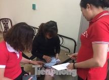 Nhiều phụ nữ hoảng loạn trở về từ biên giới Trung Quốc được tiếp nhận ở Lạng Sơn