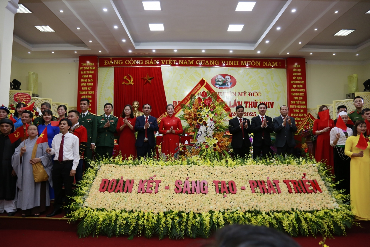 Đoàn Mặt trận Tổ quốc và các tổ chức chính trị - xã hội chúc mừng Đại hội