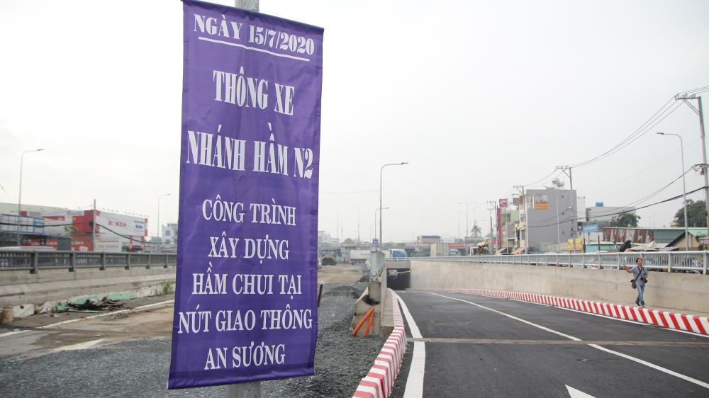 thong xe nut giao thong ba tang dau tien o ham chui an suong