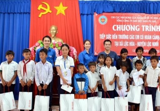 Đoàn Thanh niên PV GAS tiếp sức đến trường tại tỉnh Bình Phước