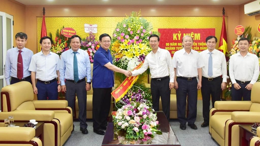 Bí thư Thành ủy Vương Đình Huệ chúc mừng Ban Tuyên giáo Trung ương