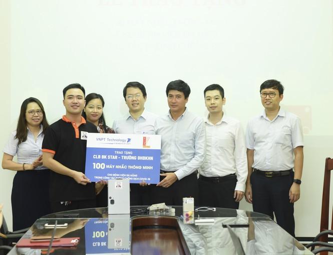 Sinh viên Bách khoa sáng tạo máy nhắc uống thuốc tặng bệnh nhân COVID-19 ở Đà Nẵng - ảnh 3