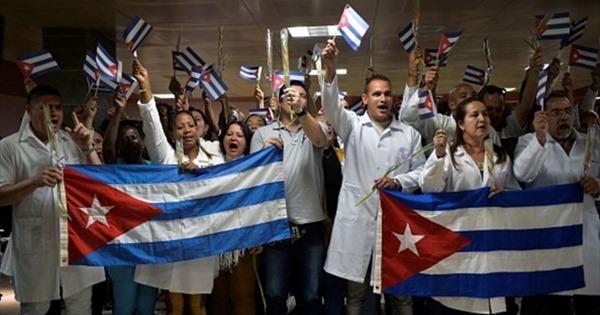 Cuba cử thêm 150 y bác sĩ hỗ trợ Venezuela chống dịch COVID-19