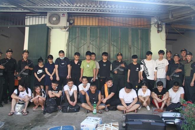 Bắt 21 người Trung Quốc trốn truy nã