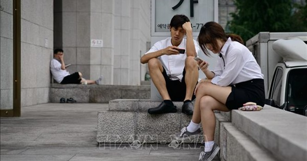 """17% học sinh, sinh viên Hàn Quốc """"nghiện"""" Internet và smartphone"""