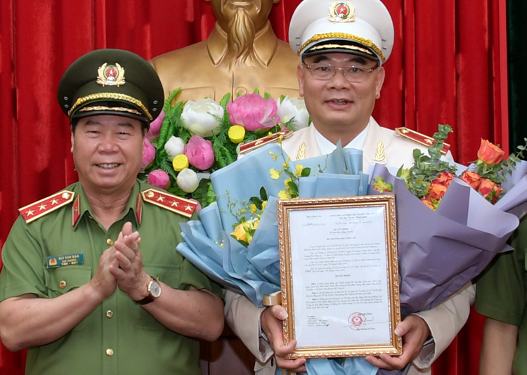 giam doc cong an bac giang lam chanh van phong bo cong an