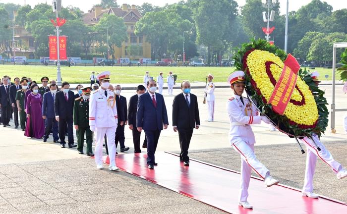 Lãnh đạo Đảng, Nhà nước, thành phố Hà Nội vào Lăng viếng Chủ tịch Hồ Chí Minh