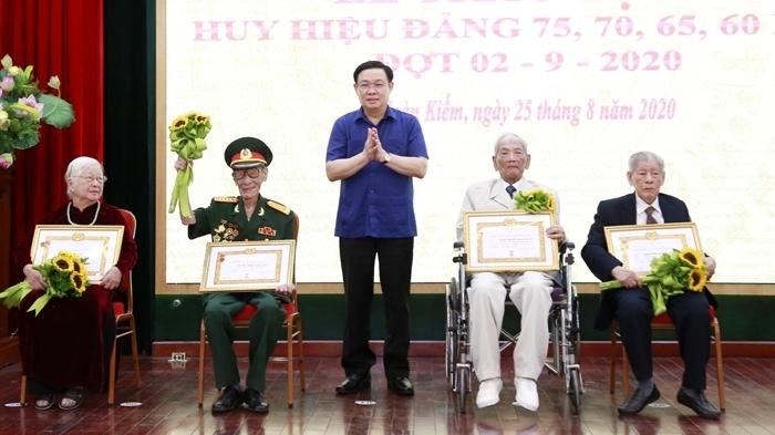 Hà Nội ghi nhận và đánh giá cao những đóng góp của đảng viên lão thành