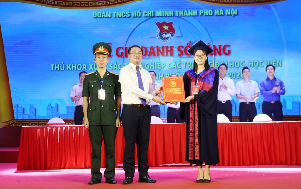 Ghi danh sổ vàng thủ khoa xuất sắc Thủ đô Hà Nội