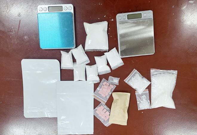Kẻ giấu mặt sau bao gạo chứa 6.000 viên ma túy tổng hợp là đàn em Dũng 'trọc' Hà Đông ảnh 2