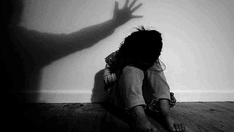 Phạt tù người đàn ông U60 hiếp dâm hai bé gái