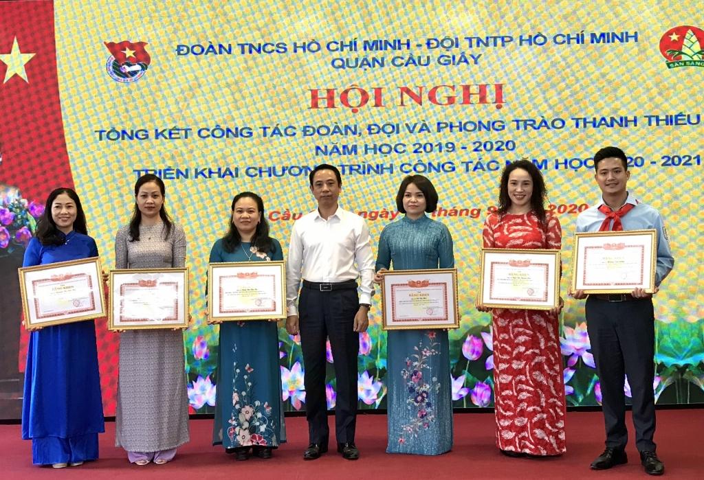 Các tập thể, cá nhân xuất sắc được tuyên dương khen thưởng tại chương trình