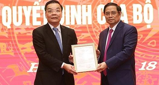 Ông Chu Ngọc Anh (bên trái ảnh) nhận quyết định bổ nhiệm