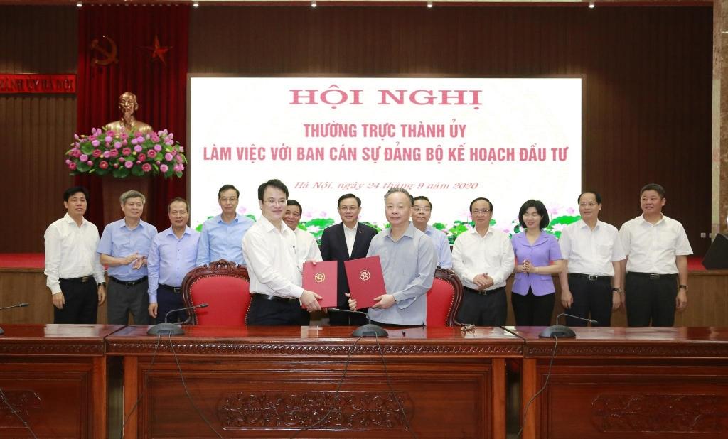 Lãnh đạo Bộ KH&ĐT và lãnh đạo TP Hà Nội ký kết biên bản ghi nhớ hợp tác