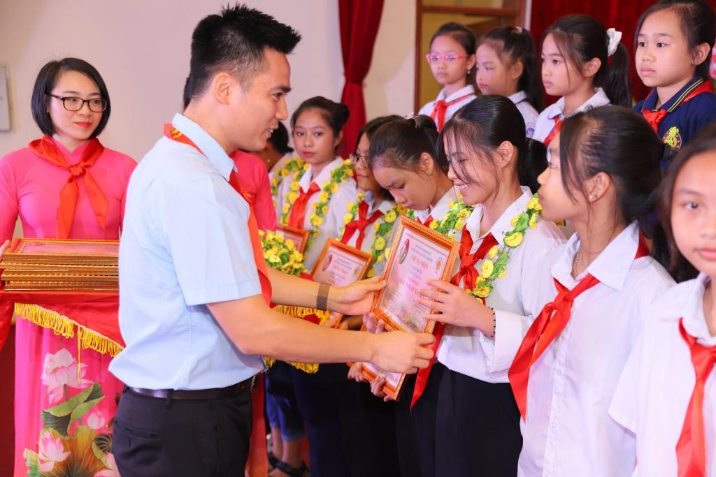 Thanh Oai: 5.000 thiếu nhi đạt học sinh giỏi cấp huyện