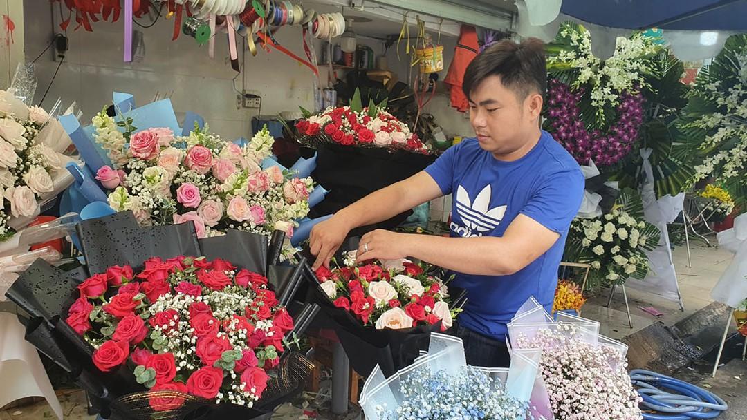 Những chàng trai cắm hoa kiếm 20 triệu đồng/tháng