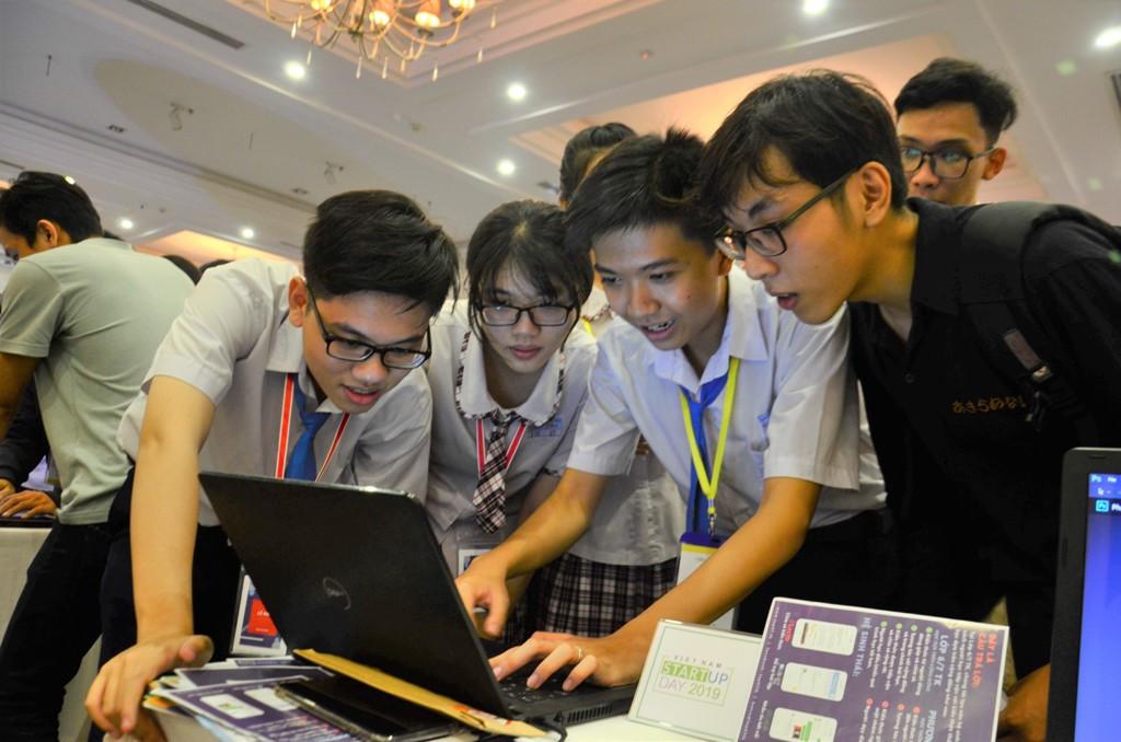 Học sinh khởi nghiệp với nền tảng giúp phát triển kỹ năng tự học