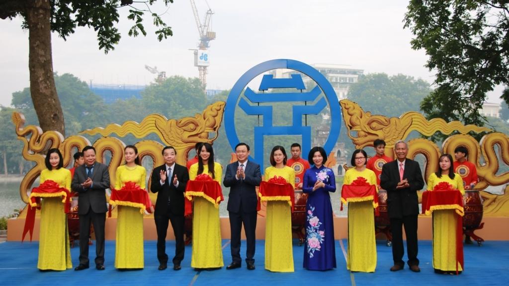 """Bí thư Thành ủy Hà Nội cắt băng triển lãm """"Thăng Long - Hà Nội những dấu son lịch sử"""""""