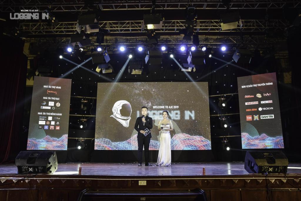 MC Đào Mạnh Hùng luôn tự tin trên các sân khấu