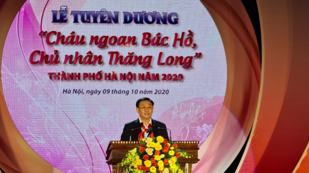 đồng chí Vương Đình Huệ, Ủy Viên Bộ Chính trị, Bí Thư Thành Ủy, Trưởng đoàn Đại biểu quốc hội Thành phố Hà Nội  phát biểu tại chương trình