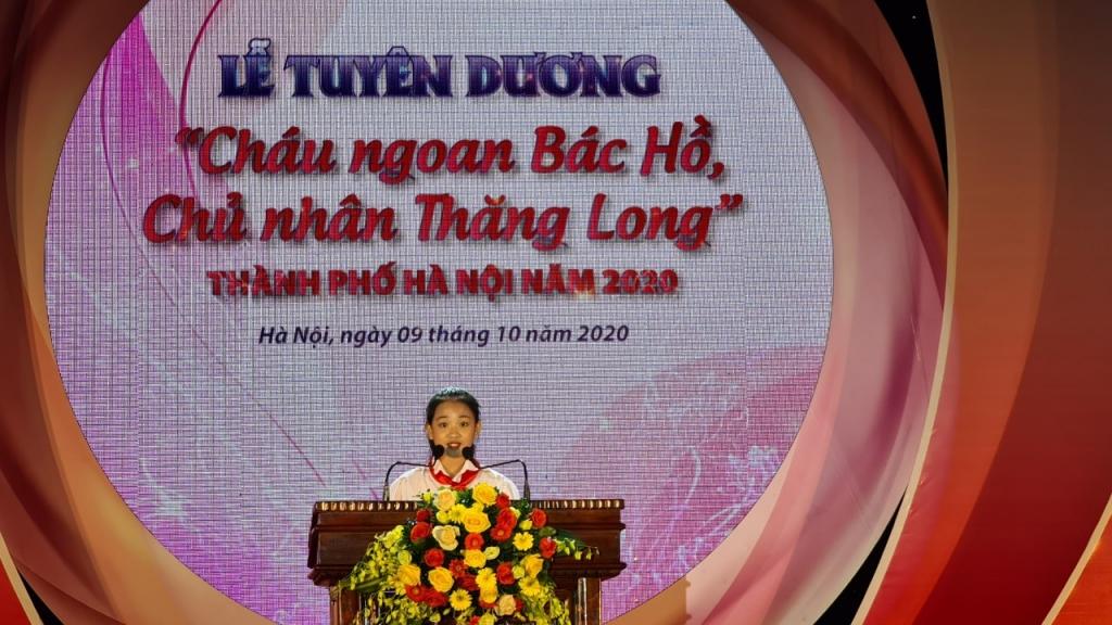 Nguyễn Hà Anh, học sinh trường Tiểu học Nam Thành Công  đọc quyết tâm tư tại chương trình
