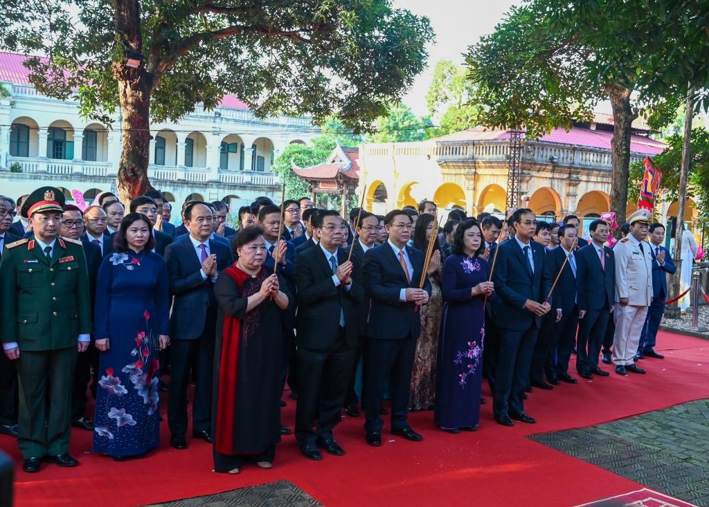 Đoàn đại biểu TP Hà Nội dâng hương tại Hoàng Thành Thăng Long