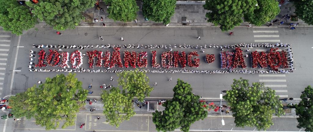 Tuổi trẻ Thủ đô xếp hình chữ 1010 năm Thăng Long- Hà Nội