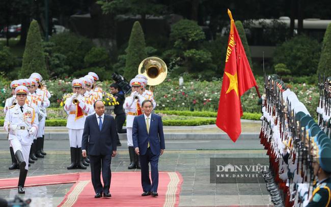Nhìn lại những hoạt động của Thủ tướng Nhật Bản Suga Yoshihide trong 2 ngày tại Việt Nam - Ảnh 2.