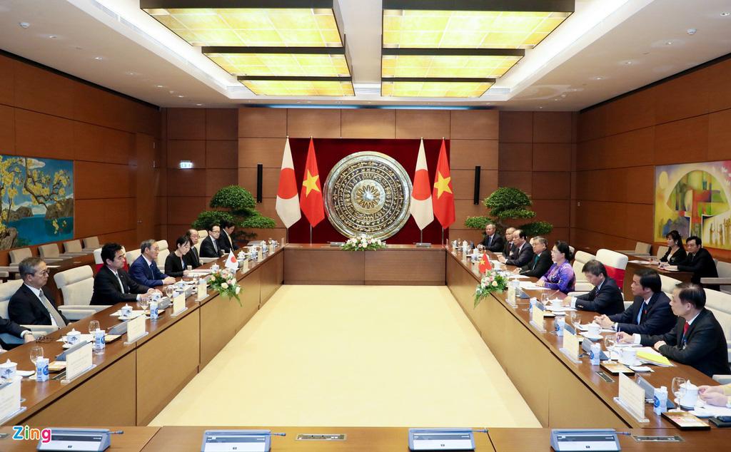 Nhìn lại một ngày hoạt động của Thủ tướng Nhật tại Hà Nội - Ảnh 12.