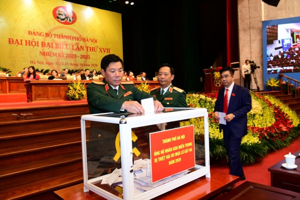 Tại Đại hội lần thứ XVII Đảng bộ TP Hà Nội, các đại biểu dự Đại hội đã quyên góp hơn 312 triệu đồng ủng hộ
