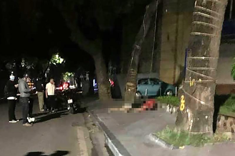Hiện trường vụ tai nạn khiến 2 cô gái trẻ thương vong trên phố Lê Thái Tổ (quận Hoàn Kiếm, Hà Nội)