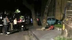 Hà Nội: 2 cô gái thương vong do phóng xe tốc độ cao đâm vào gốc cây