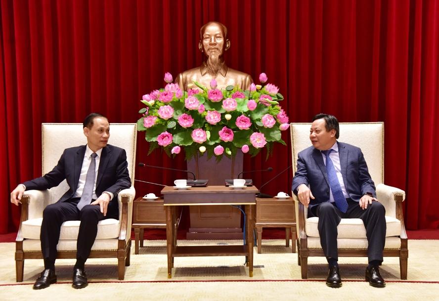 Phó Bí thư Thành ủy, Trưởng ban Tuyên giáo Thành ủy Hà Nội Nguyễn Văn Phong tiếp Thứ trưởng Bộ Ngoại giao, Chủ nhiệm Ủy ban Biên giới quốc gia Lê Hoài Trung.