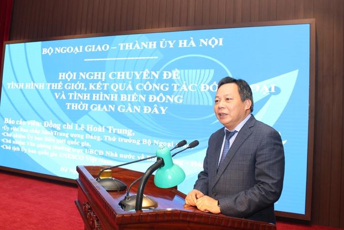 Phó Bí thư Thành ủy, Trưởng ban Tuyên giáo Thành ủy Nguyễn Văn Phong phát biểu kết thúc hội nghị