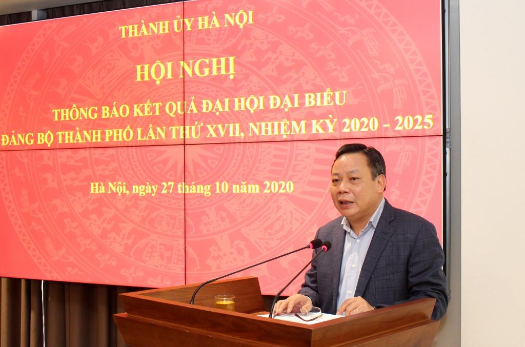 Phó Bí thư Thành ủy Nguyễn Văn Phong thông báo kết quả Đại hội Đảng bộ TP Hà Nội tại hội nghị