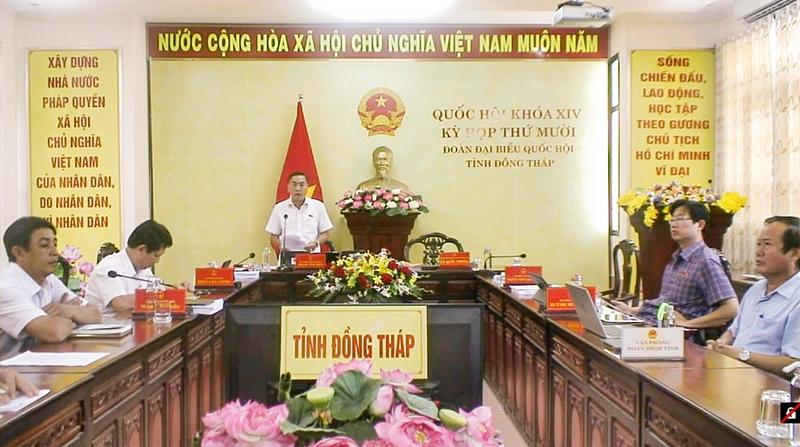 ĐB Phạm Văn Hòa (đoàn Đồng Tháp) nêu ý kiến thảo luận
