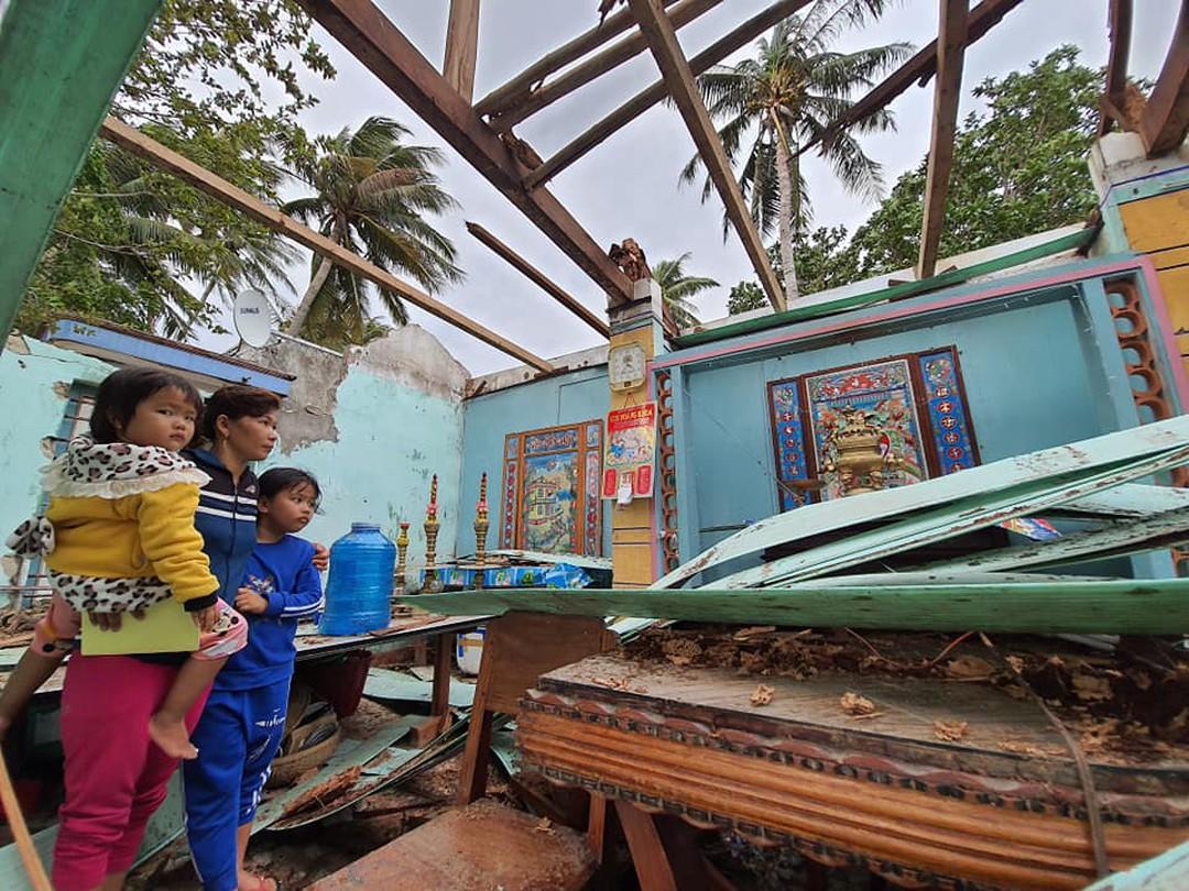 Người trẻ nghĩ cách giúp gia đình gượng dậy sau bão số 9
