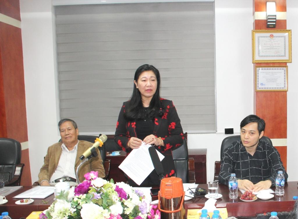 Chủ tịch Ủy ban MTTQ Việt Nam TP Hà Nội Nguyễn Lan Hương phát biểu tại buổi làm việc