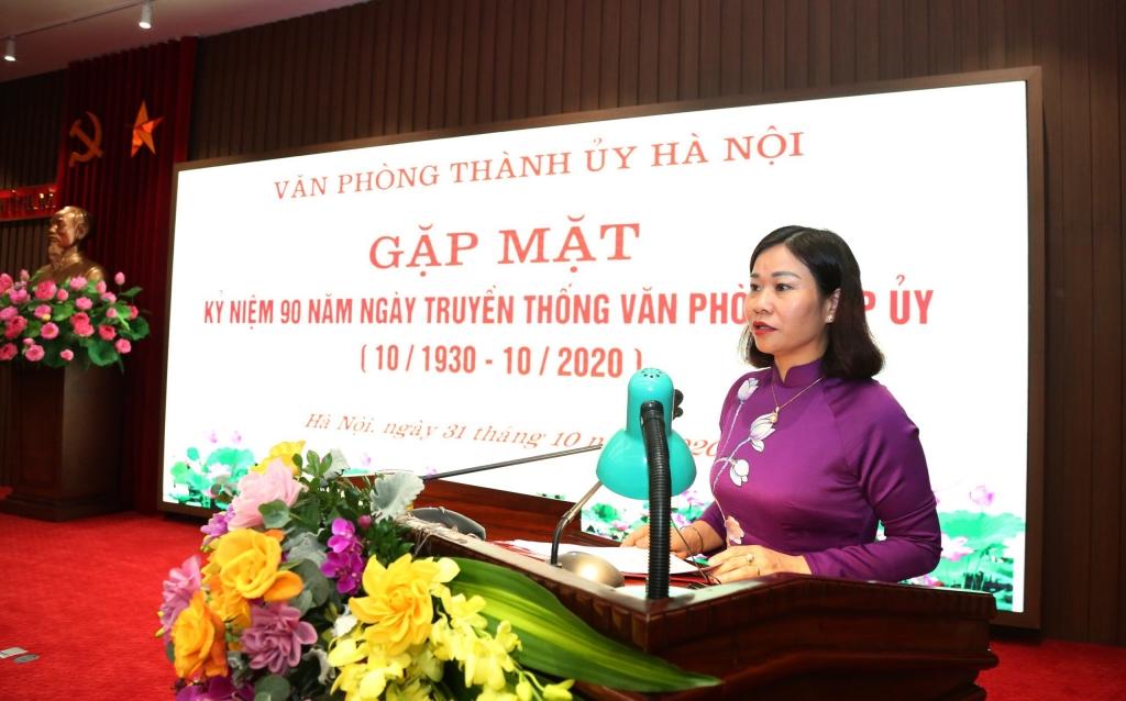Phó Bí thư Thường trực Thành ủy Nguyễn Thị Tuyến phát biểu tại buổi gặp mặt