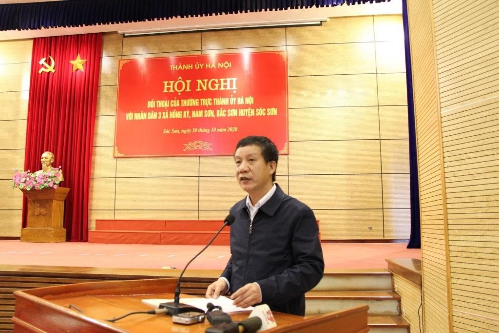 Chủ tịch huyện Sóc Sơn Phạm Văn Minh báo cáo tại buổi đối thoại