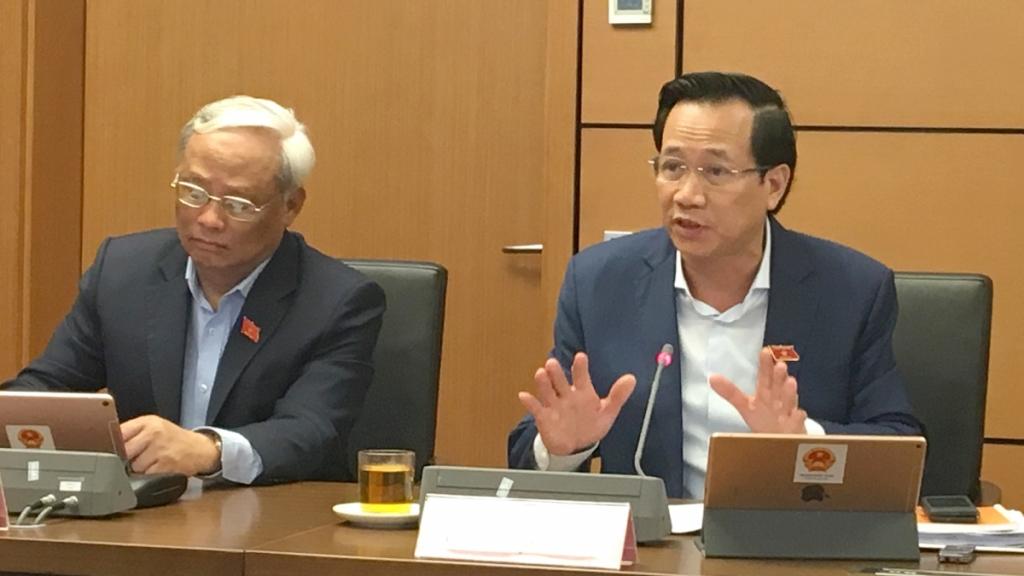 Bộ trưởng Bộ LĐ-TB&XH Đào Ngọc Dung thảo luận tại tổ sáng 2/11