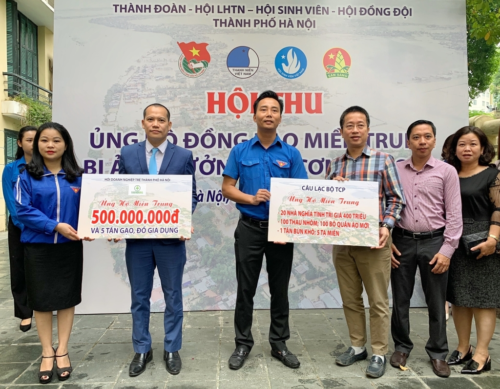 Đoàn Thanh niên thành phố Hội thu ủng hộ đồng bào miền Trung